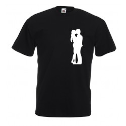 Camiseta novios besándose